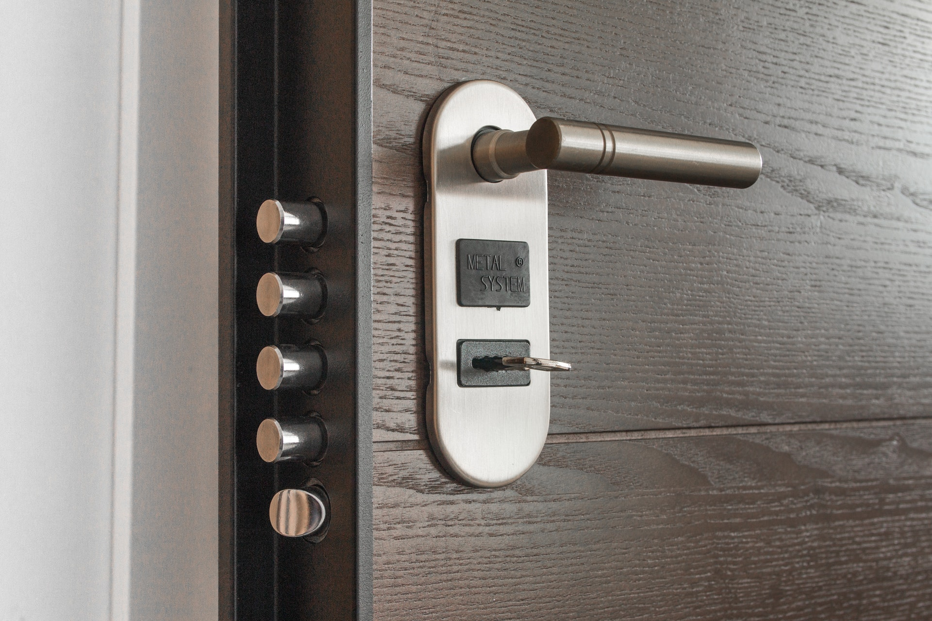 Gdzie kupić nowoczesne drzwi wejściowe do mieszkania?
